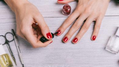 Photo of راهنمای انتخاب و خرید رنگ لاک ناخن مناسب برای پوست های بلوند و سفید