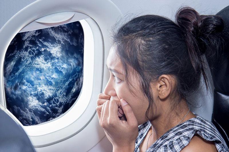 6 حفظ آرامش هنگام تکان شدید هواپیما