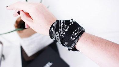 Photo of چگونه با روسری یا پارچه ، دستبندِ ست لباس بسازیم؟