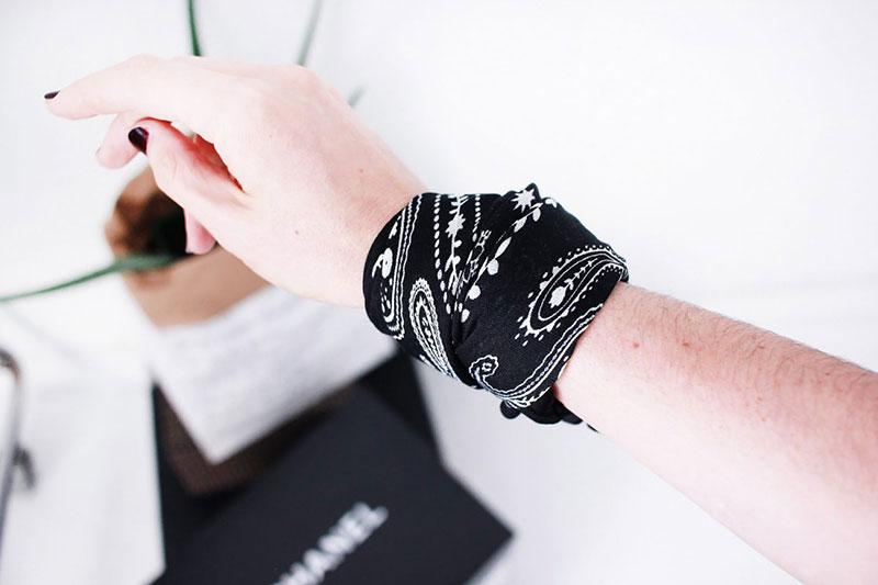 8 ساخت دستبند با روسری و پارچه
