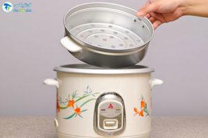 1 آب پز کردن تخم مرغ در پلوپز