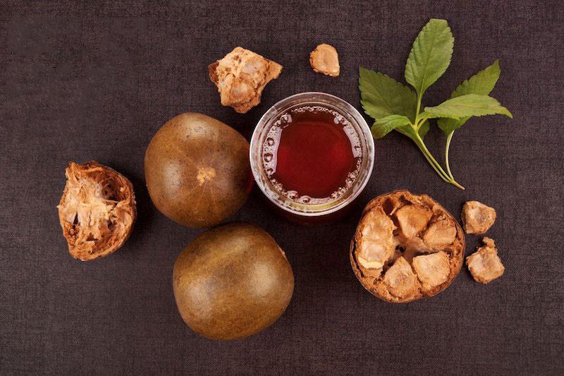 2 مزایا و نحوه استفاده از عصاره میوه مانک