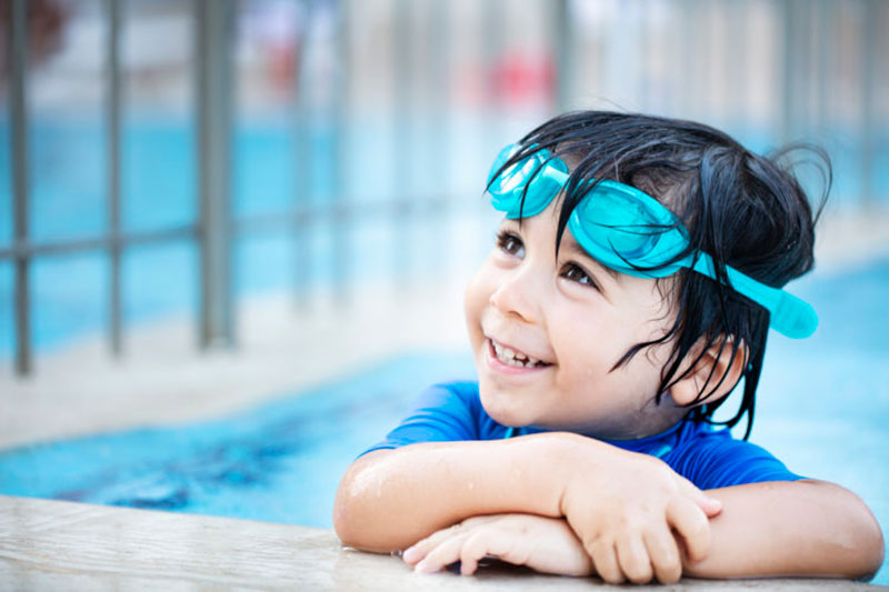 2 آموزش شنا به کودکان اوتیسمی