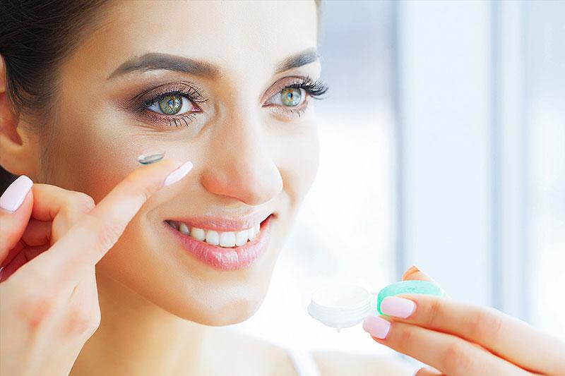 4 طرز استفاده از لنز برای خشکی چشم