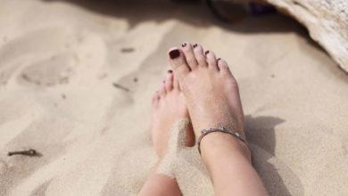 Photo of روش های جلوگیری از چسبیدن شن ساحل به پا، بدن و لباس