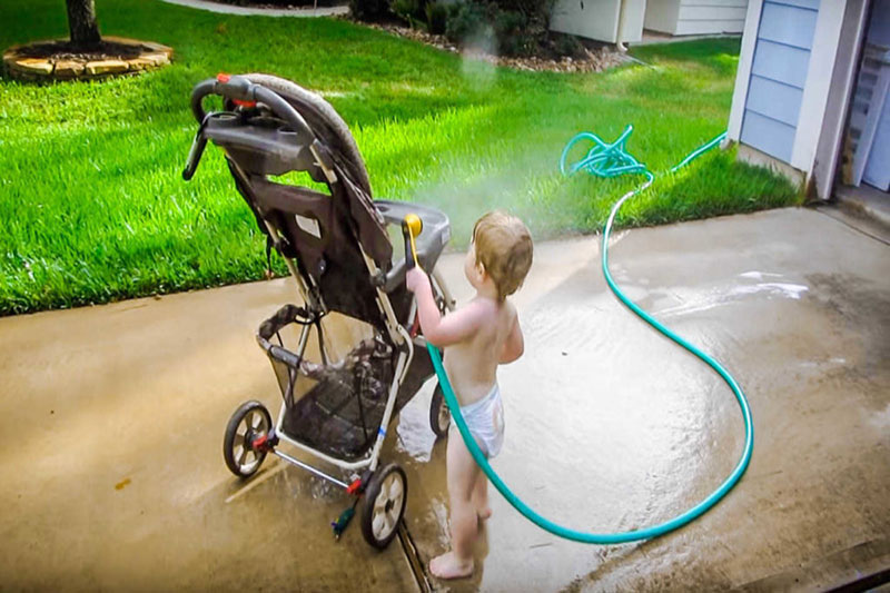 7 چگونه کالسکه بچه را شسته و تمیز کنیم