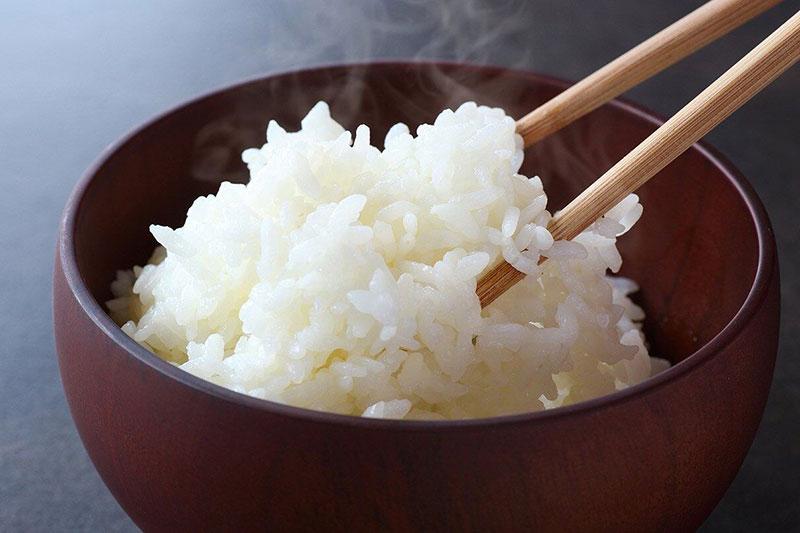 13 اصول خوردن برنج با چاپستیک