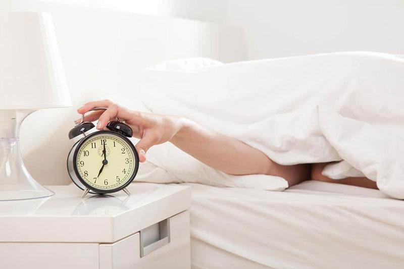 2 ضرر داشتن دیر بیدار شدن از خواب