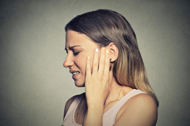 3 علت زنگ زدن گوش در اثر صدای بلند