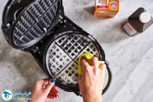 3 طرز صحیح شستن و تمیز کردن وافل ساز