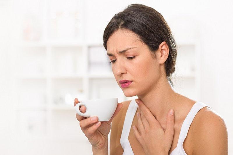 4 درمان خانگی گلو درد ناشی از استفراغ