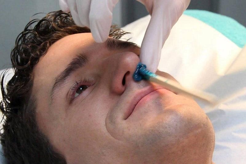 5 استفاده از کرم اصلاح موی بینی
